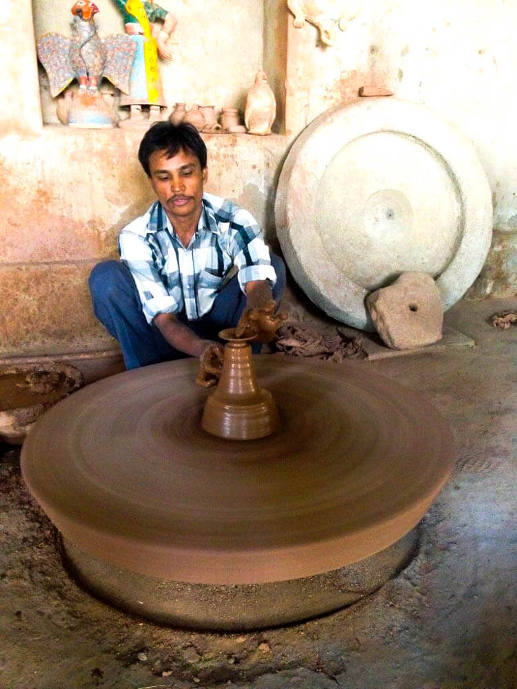 Artwork-creation-at-Potter-house-in-Jodphur