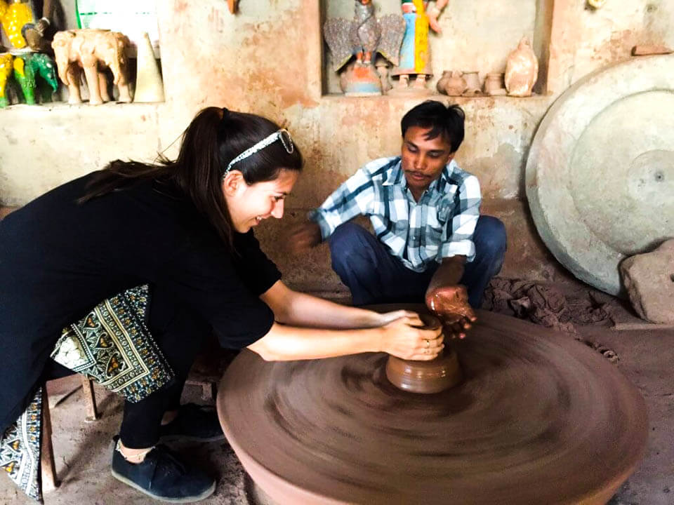 Making-pottery-at-Potter-house-in-Jodphur