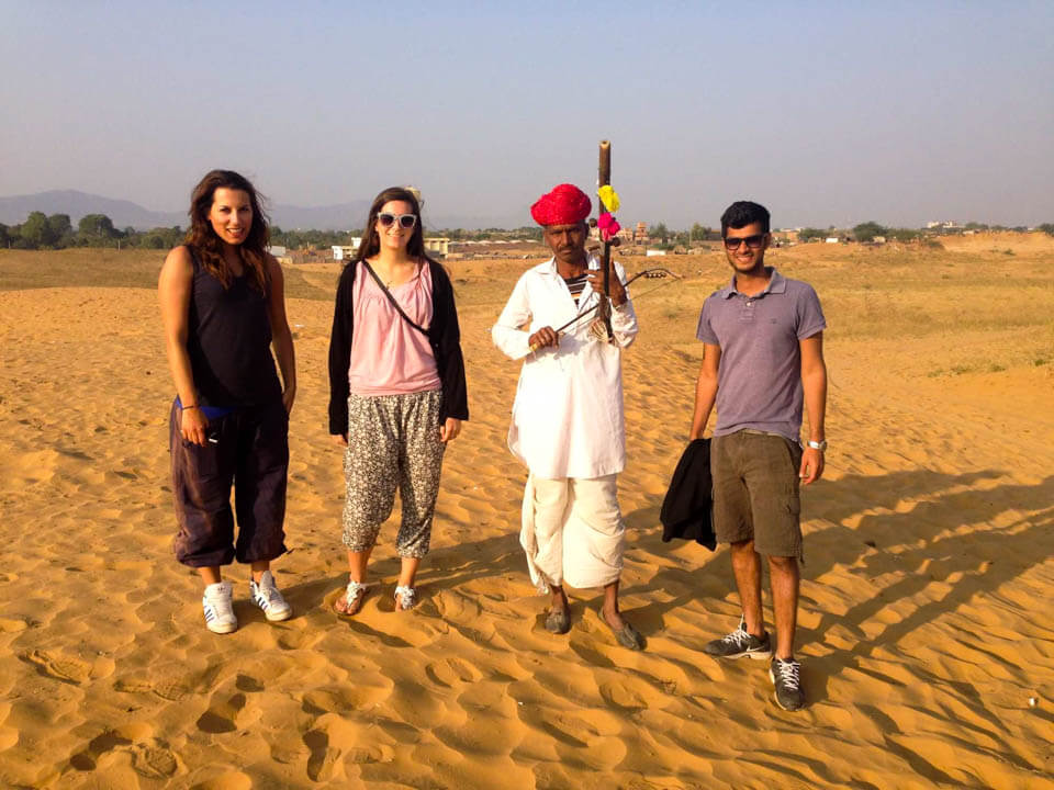 Snake-charmer-in-Thar-desert-Pushkar