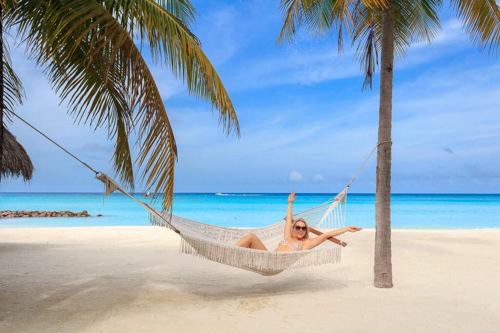 girl-in-hammock-in-maledives