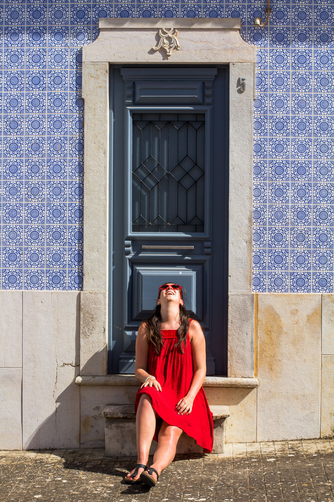 house-fronts-with-colorful-tiles-in-Portugal