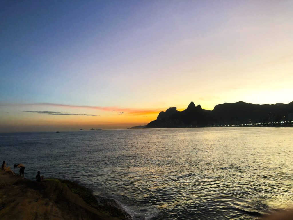 Pedra-do-Arpoador-to-watch-sunsets-in-Rio