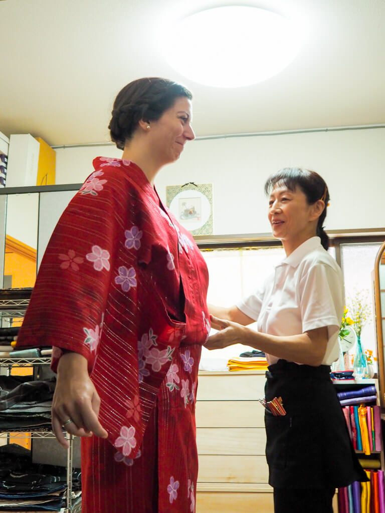 getting-dressed-up-in-a-kimono-in-japan