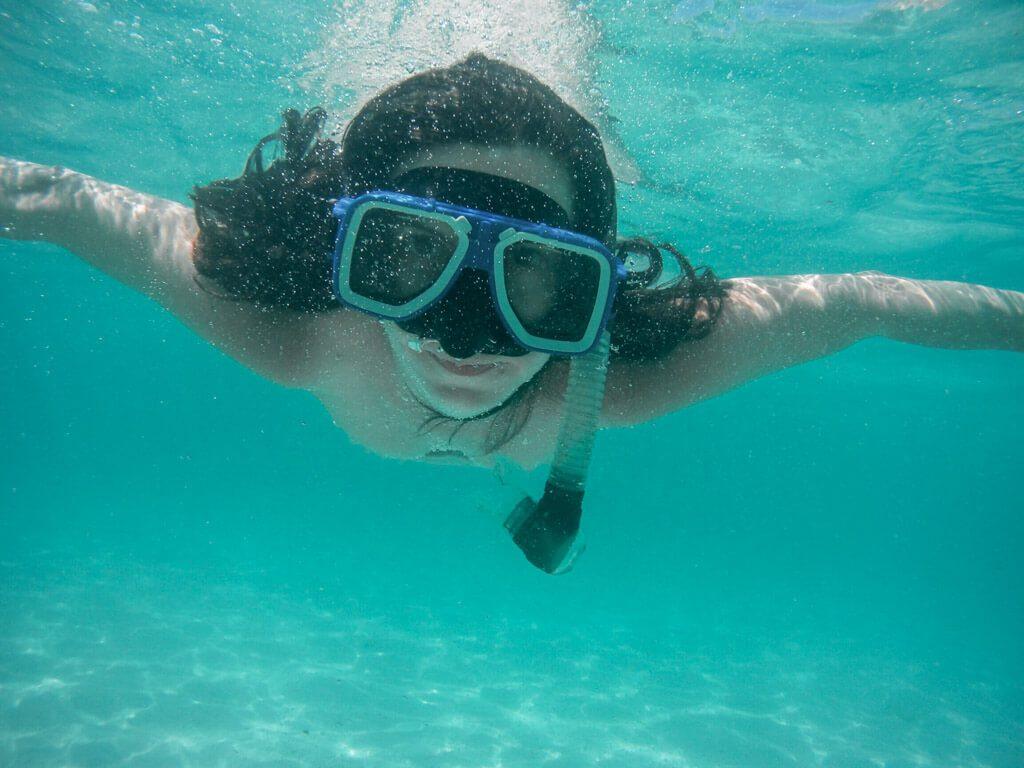 snorkeling-in-El-Nido
