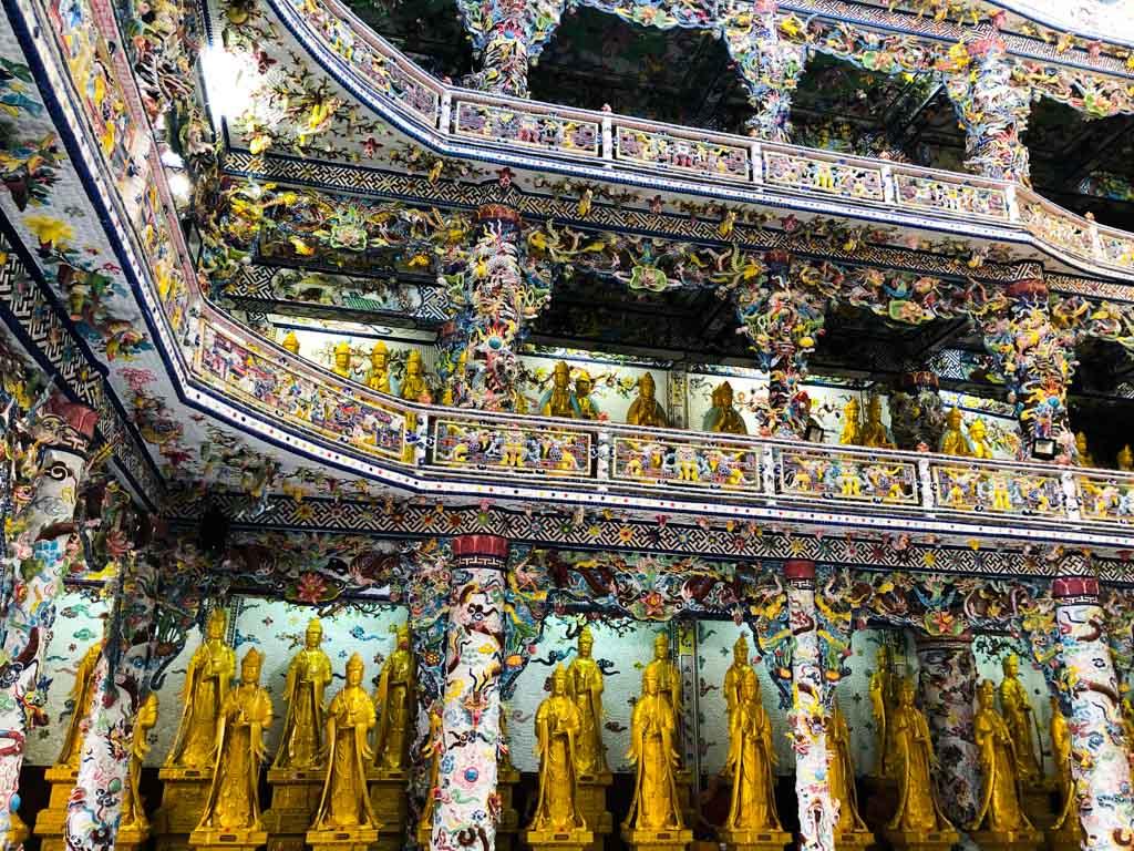 inside-Linh-Phuoc-Pagoda-dalat-vietnam