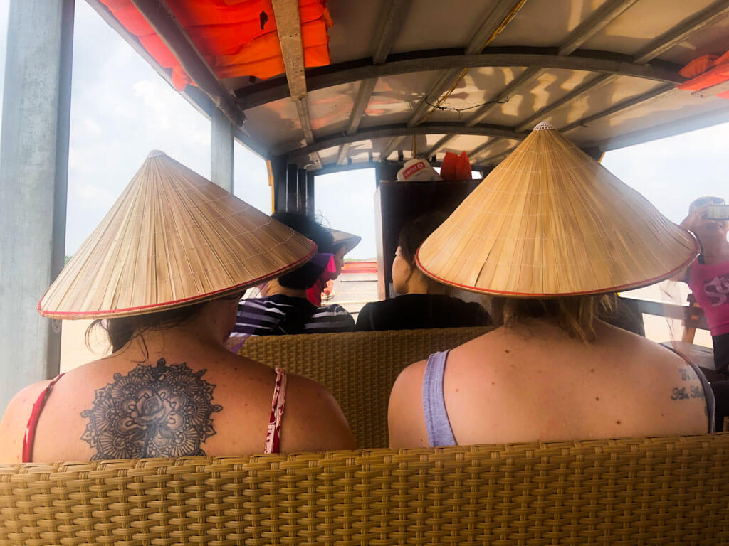 traditional-vietnam-hats
