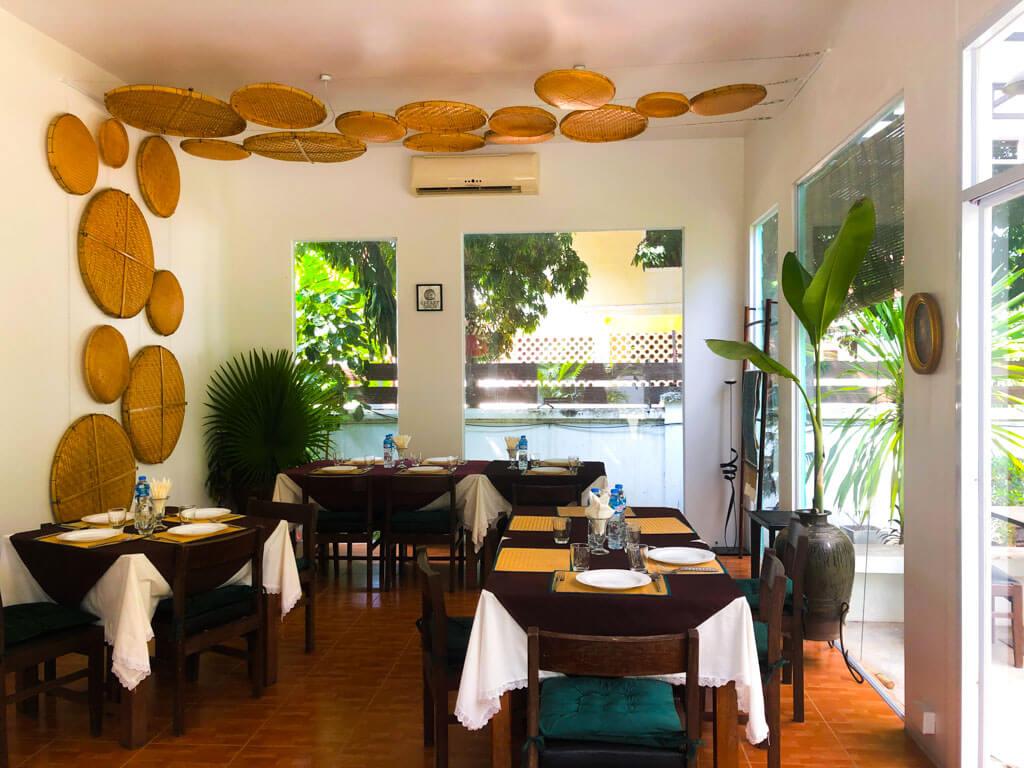 Amphone-restaurant-Vientiane-Laos