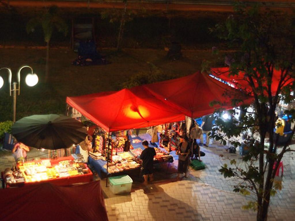 Laos-Vientiane-Night-Market