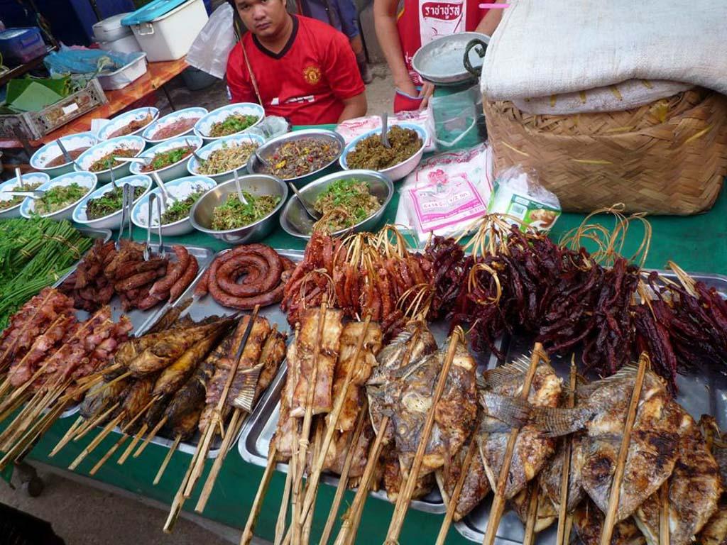 street-market-Vientiane